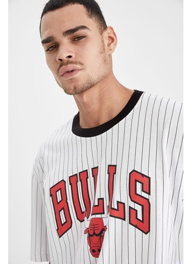 DeFacto Oversize Fit NBA Lisanslı Bisiklet Yaka T-shirt Beyaz